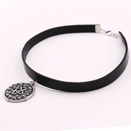 Yennefer Medallion Pendant Black Leather Choker Necklace Wizard 3 Wild Hunt Game Cosplay Gothic Necklace Women Jewelry 1
